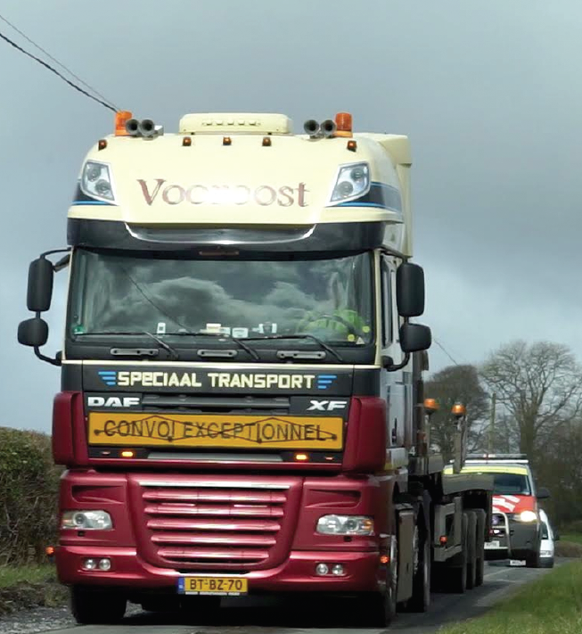 It's not going to make it: lorry manoeuvres a spectator sport