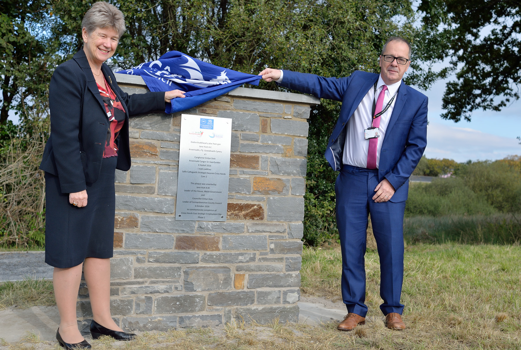 Welsh Government Leader of the House Jane Hutt AM and Carmarthenshire County Council Leader Cllr Emlyn Dole at the unveiling of the new development site at Cross Hands East.